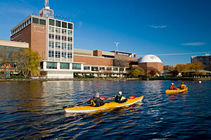 Evening Canoe, Kayak or Paddleboard Rental in Cambridge (Kendall Square)